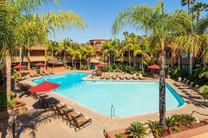 """San Diego's Never-Ending Summer Lets Families Stay """"Cool in the Pool"""" with Fall Specials at the Handlery Hotel San Diego"""